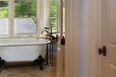 Bath_1_bg